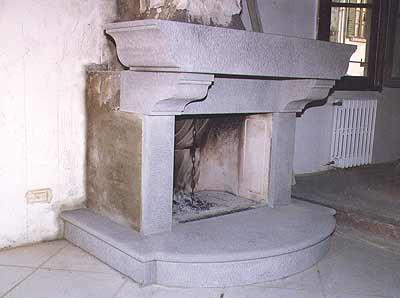 A nannini fiesole lavorazione marmi caminetti in pietra for Camini rivestiti in pietra immagini